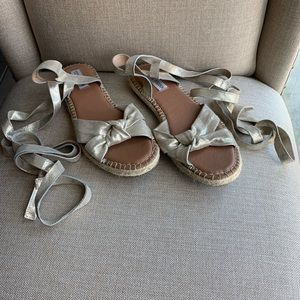 Steve madden lace-up flat sandals in gold color
